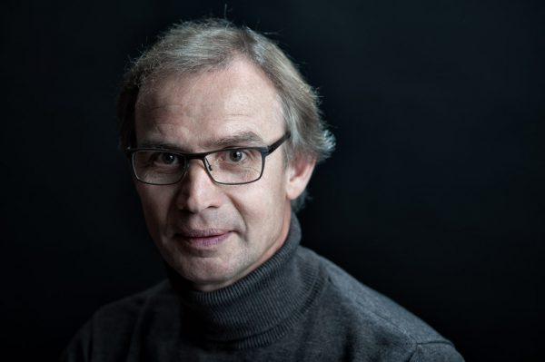Portrait im Studio des Raumgestalters und Künstlers Horst Kirleis aus Ratzenbur von Fotografen Kees van Surksum, Kaufbeuren, München und Allgäu