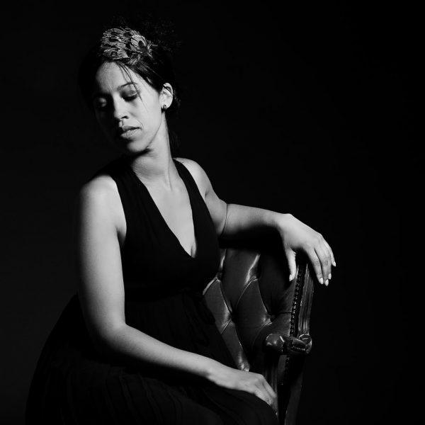 Portraitfotografie Sängerin Chantalle Schubert, Kees van Surksum Fotograf Allgäu Portrait