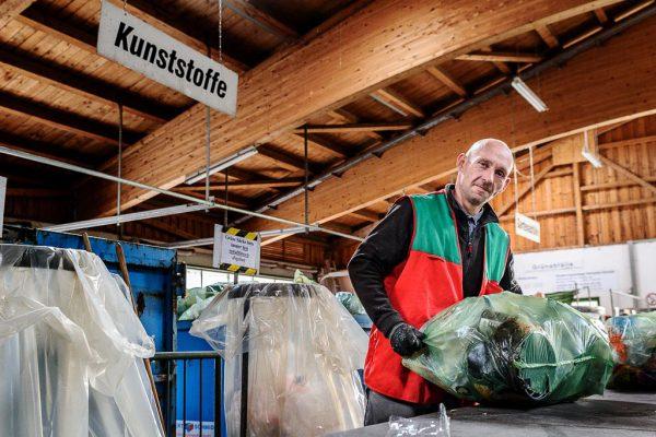 Fotograf im Allgäu Businessfotografie und Businessportrait - Portrait People - Mitarbeiter Wertstoffhof für Trurnit Fotografie Kees van Surksum
