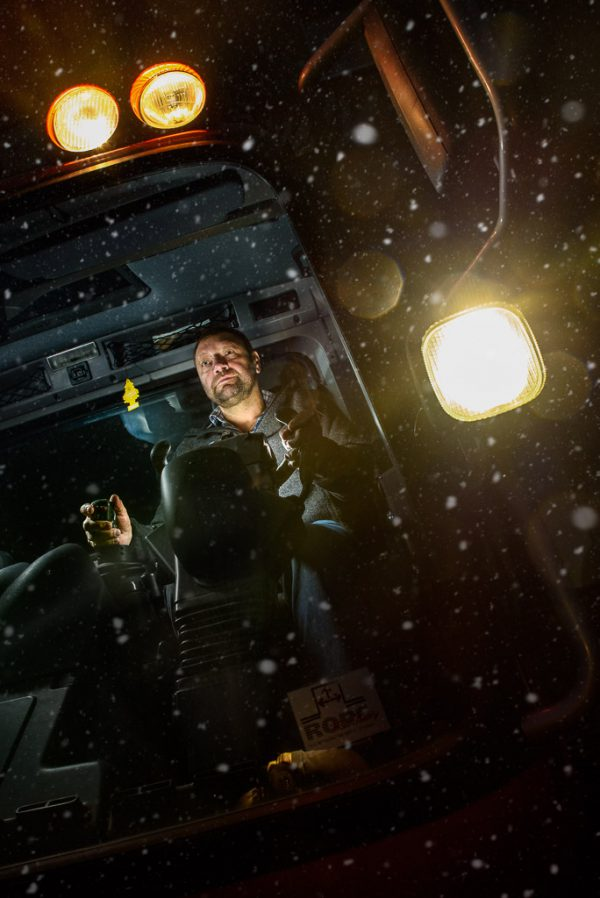 Fotograf im Allgäu Businessfotografie und Portraitfotografie - Reportage Berufe im Winter Pistenbully Fahrer Oberstaufen -Steibis Fotografie Kees van Surksum