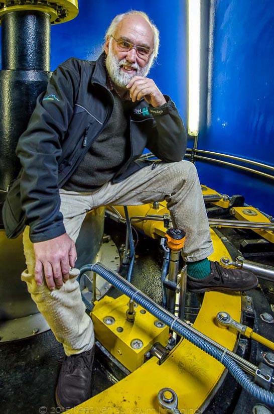 Fotograf im Allgäu für Businessfotografie und Portraitfotografie Portrait Mitarbeiter AÜW Turbine Wasserkraftwerk Kempten