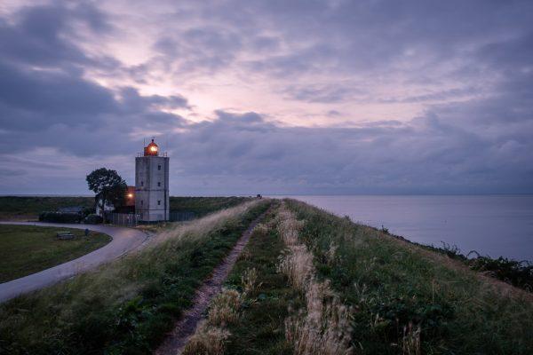 Landschaftsfotografie Landschaften Niederlande Holland IJsselmeer Markermeer Leuchtturm am Deich am Abend Fotograf Kees van Surksum Altusried und München Bayern Bavaria Deutschland