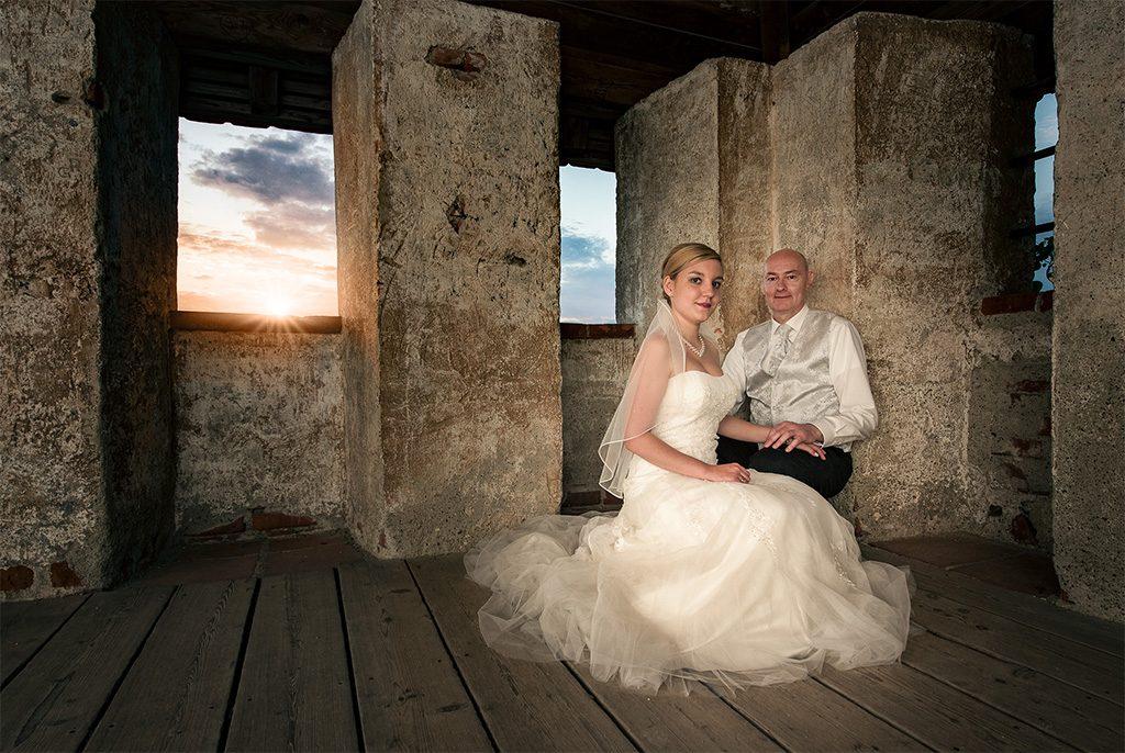 Hochzeitsfotografie Brautpaar Burg Burghausen Sonnenuntergang Hochzeitsfotograf Kees van Surksum Altusried Allgäu
