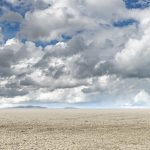 Landschaftsfotografie zum Blog News vom trockengefallenen Forggensee zwischen Schwangau und Füssen im Ostallgäu. Der See ist leer durch Trockeneheit im Sommer in den Allgäuer Alpen, Fotograf Kees van Surksum, Altusried