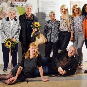 Vernissage Ausstellung Frau Land Flucht Hofgartensaal Residenz Kempten im Allgäu Fotografie Portraits Videokunst Kees van Surksum und Veronika Dünßer-Yagci