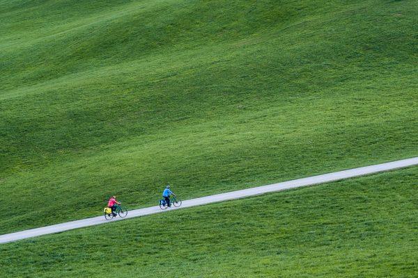 Fine Art Landschaftsfotografie Blog Fotografie Mensch Land Flucht Ausstellung Kempten Alpinemuseum Allgäuer Landschaft mit Radfahrern Fotograf Kees van Surksum