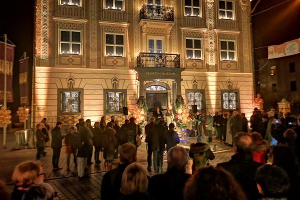 Eröffnung des Stadtmuseums Kempten mit der Ausstellung von Portraitsfotos und Interviews von Kees van Surksum Fotograf und Veronika Dünßer-Yagci Videokünstlerin, Portraitfotografie, Videos zum Thema Menschen und Migration